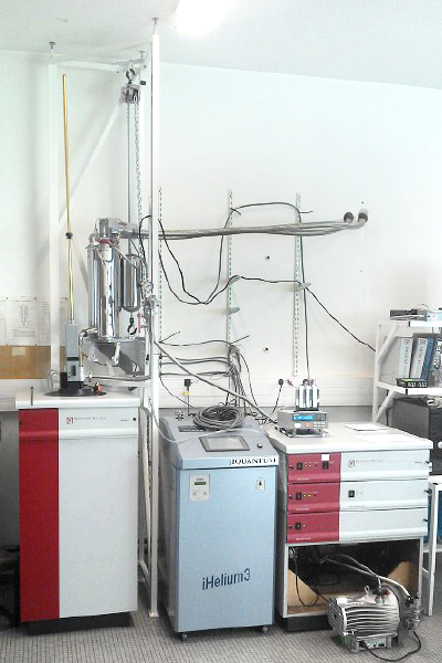 Quantum Design MPMS XL SQUID magnetometer with Helium-3 cryogen at Universite de Bordeaux.